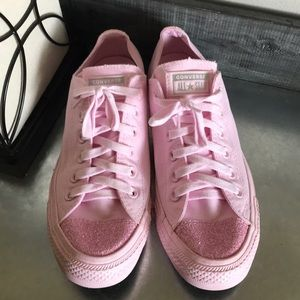 Converse low top light pink with glitter sneakers